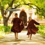 Zwei kleine buddhistische Mönche